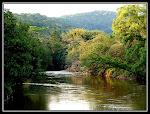 Às margens do rio