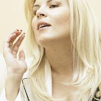 blonda frumoasa