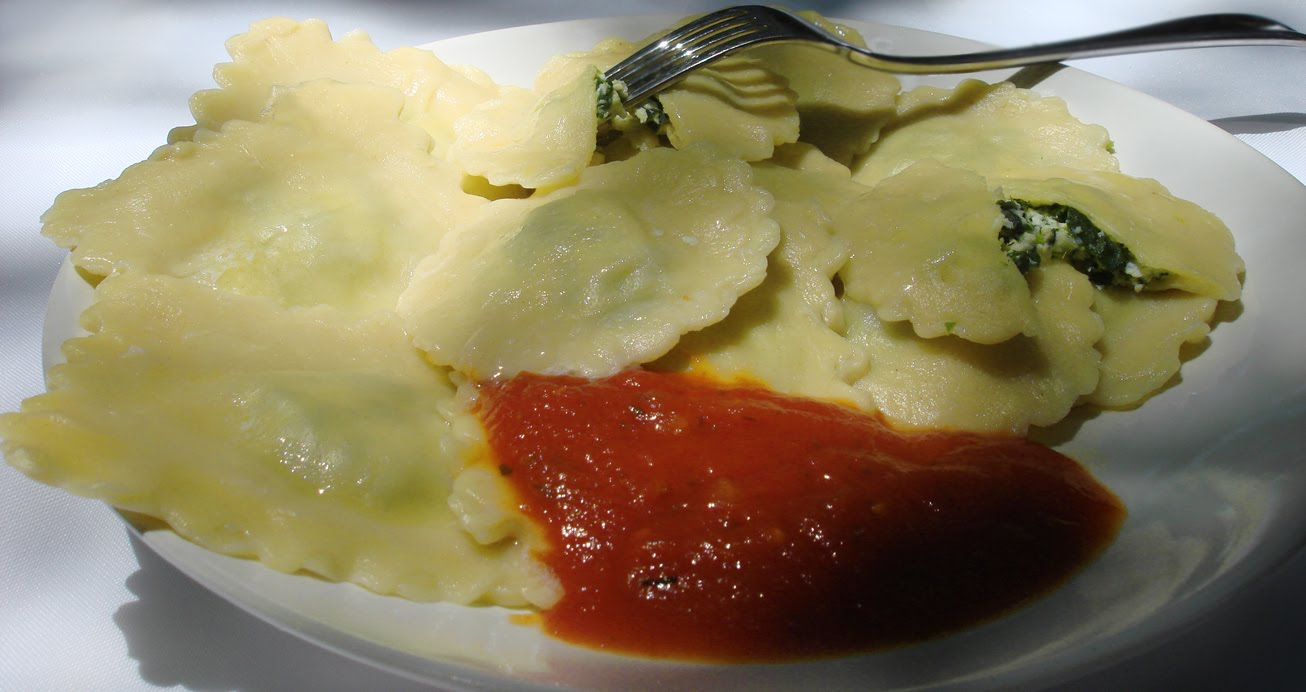 Vegetarian Yogini: Ravioli with Ricotta and Spinach