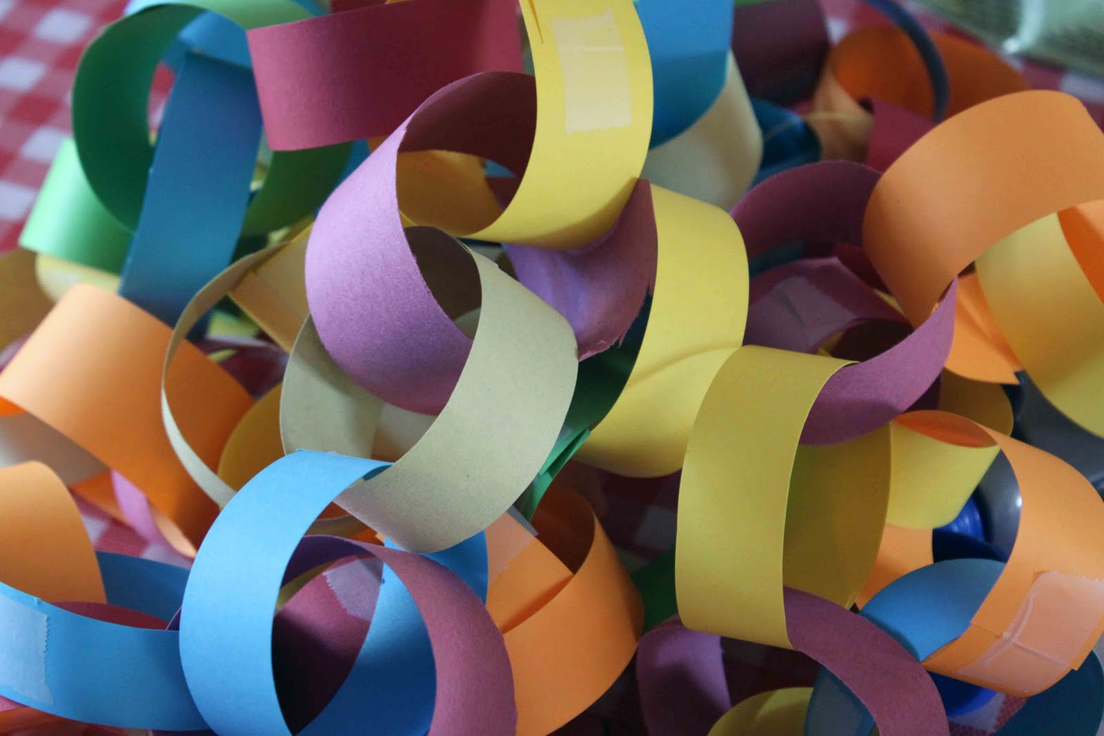 paper chains It's officially time to party each pack of paper strips makes up to 85 metres of extremely cute paper chains the pack contains 120 paper strips which can be made into chains by stapling, gluing or taping.