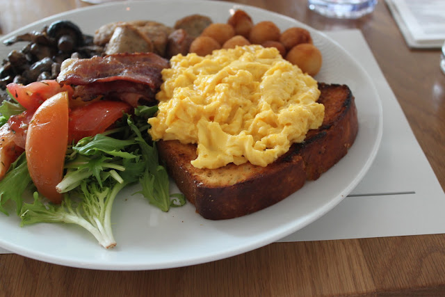 Breakfast - Scrambled Eggs, Bacon, Garlic Mushrooms, Chicken Sausage, Brioche
