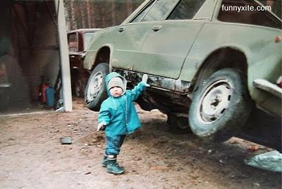 பிஞ்சிலே பழுத்தவங்க!! Baby+Lifting+Car