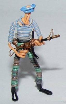 மின் வயரினால் செய்யப்பட்ட அழகான மனிதர்கள் துப்பாக்கிகள் 47133,xcitefun-wire-soldiers-7