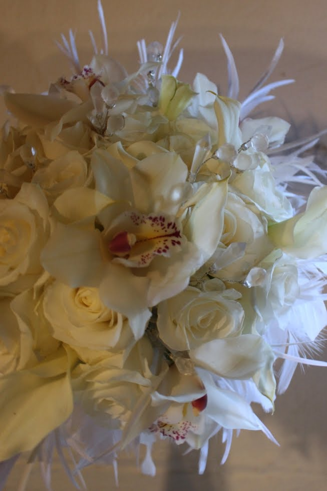 The bouquet with white feathers also has small crystals within the flowers