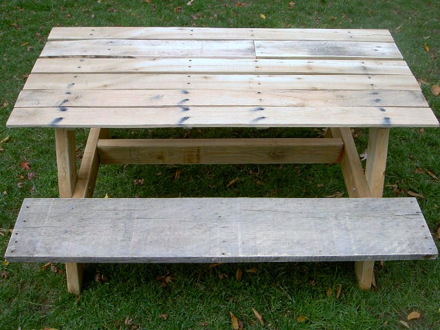 That 39 s my letter diy kids size picnic table for Pallet picnic table plans