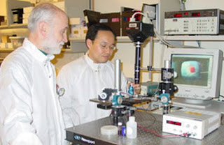 Professor Andrew Steckl and doctoral student Duk Young Kim with the LiquiFET set-up.
