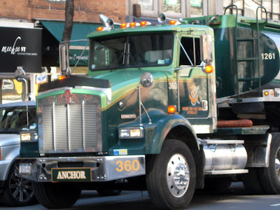 Big Green Kenworth Truck 18 Wheeler
