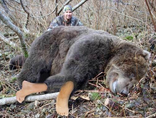 un picior de urs încălţat cu pantofi cu toc cui pentru că nu