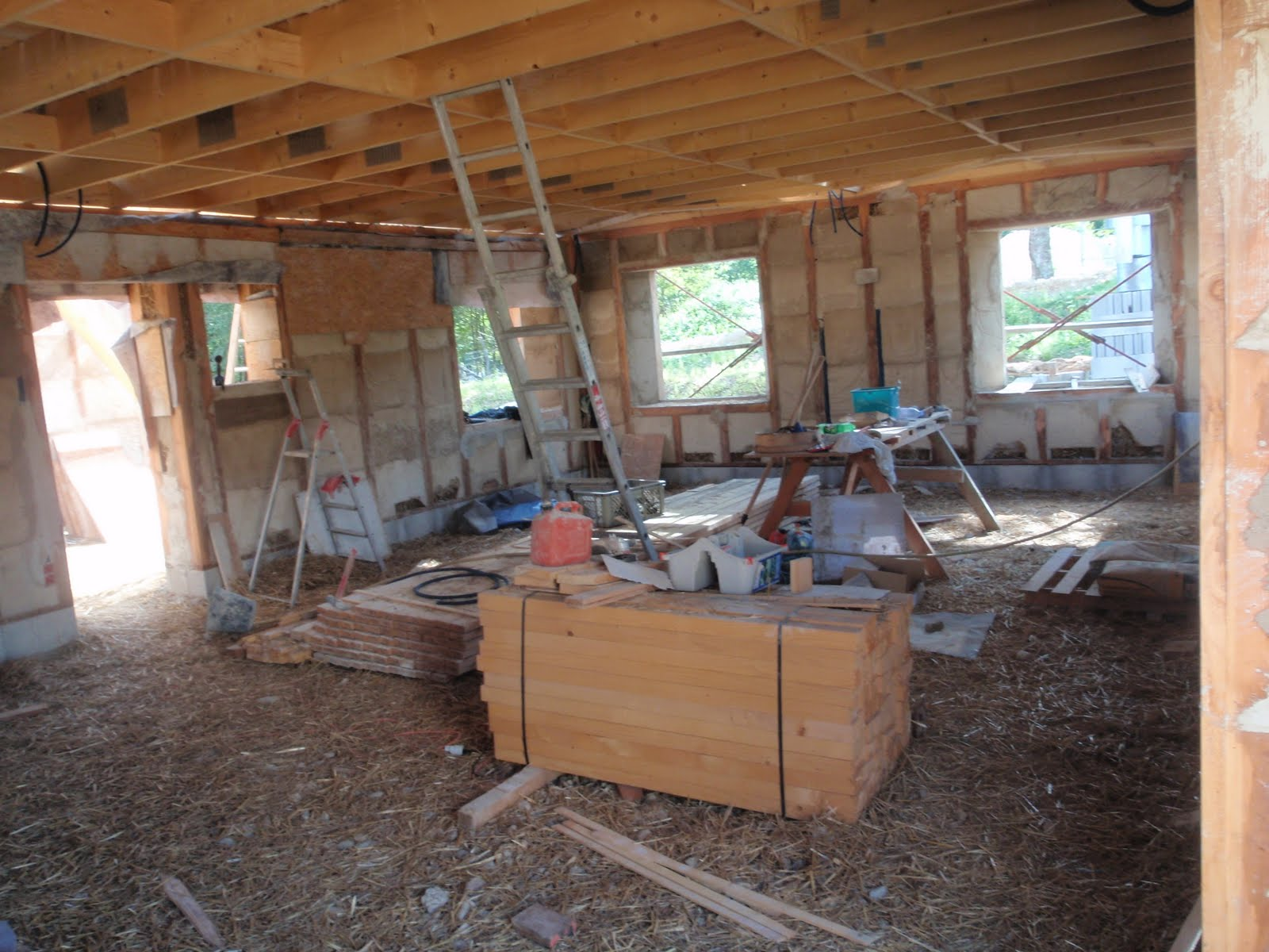 Maison en paille villaines les rochers finition des murs en paille - Acheter de la paille pour jardin ...