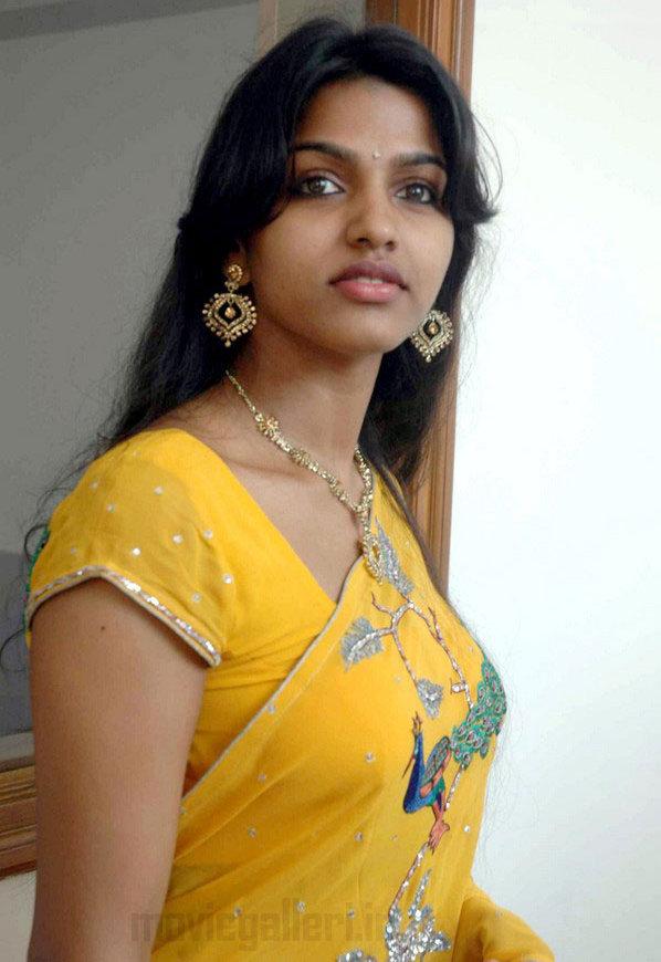 tamil actress dhanshika latest hot photo gallery