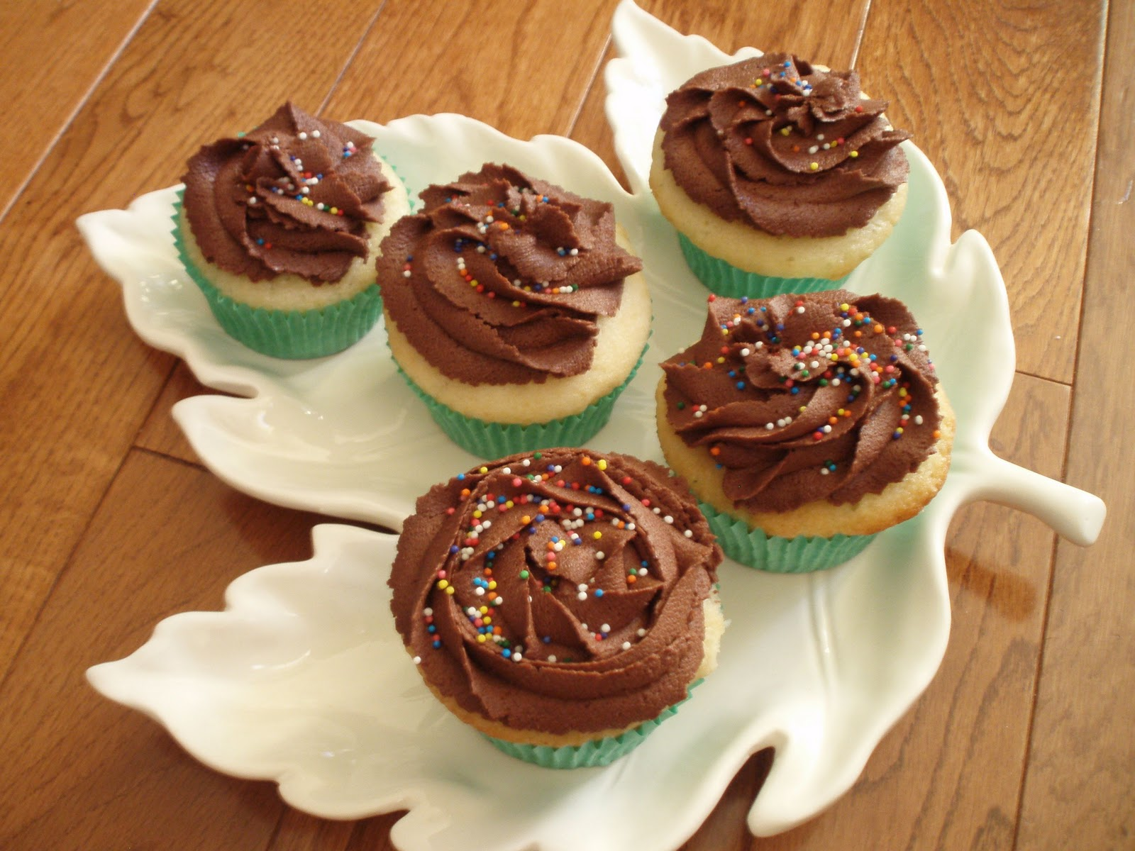 Naked Cupcakes: Vanilla Cupcakes w/ Chocolate Frosting