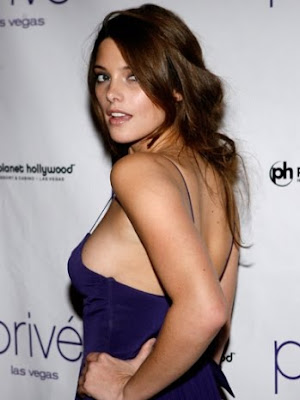 ashley greene scandal pictures. ashley greene scandal photos.