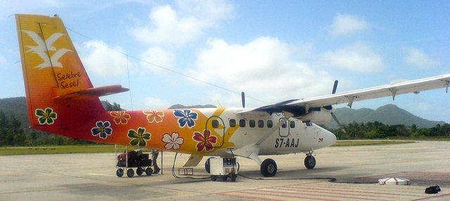 Avion coloré Twin Otter Air Seychelles