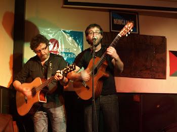 Acompañada de Fernando y Andrés a la guitarra