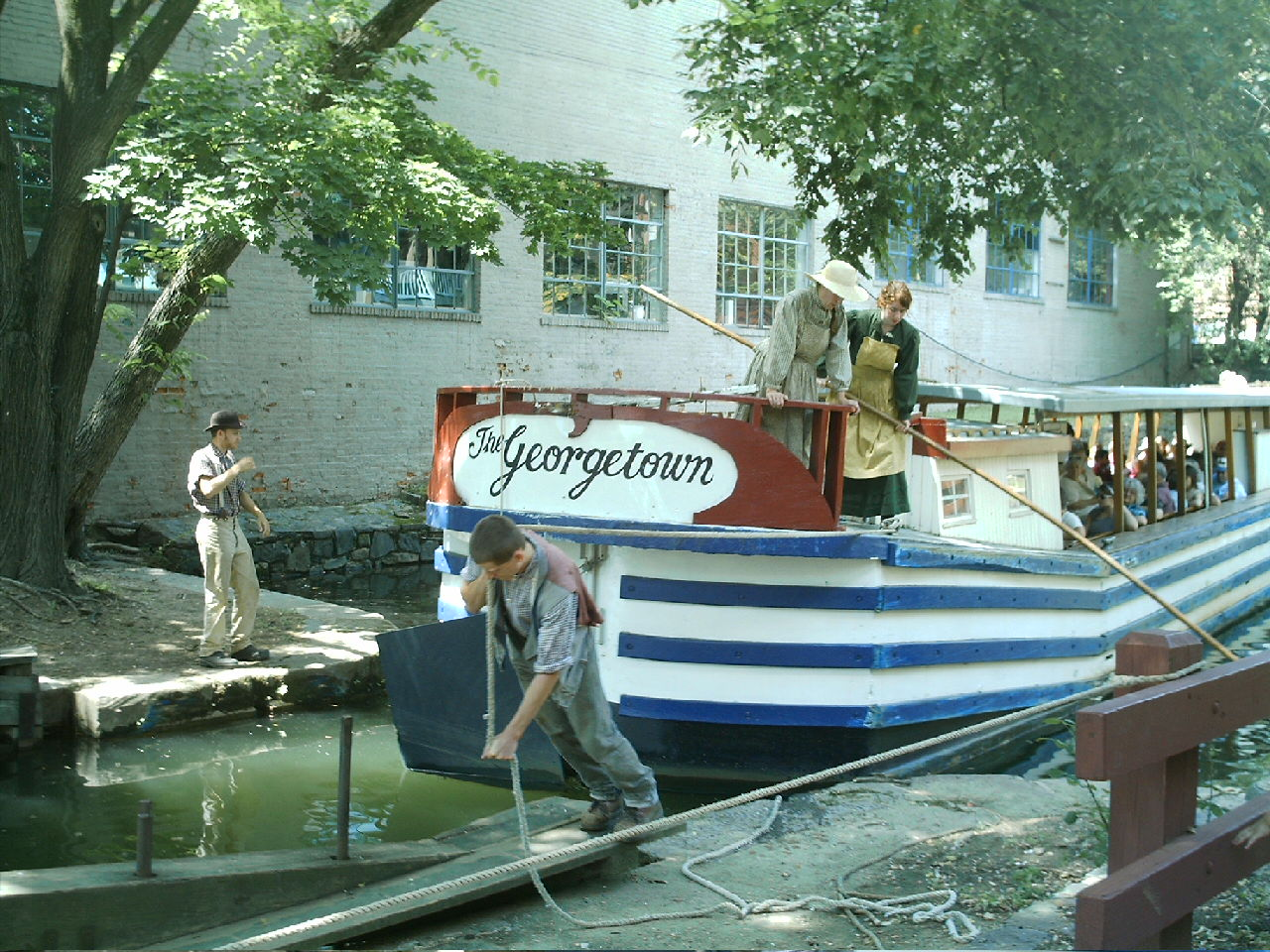[C&O+-+renovated+canal+boat+entering+lock.JPG]
