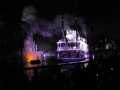 Disneyland - Fantasmic steamboat curtain call