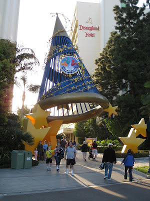 Disneyland Hotel hat and stars