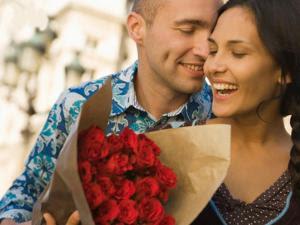10 Perlakuan Romantis yang Paling disukai Wanita