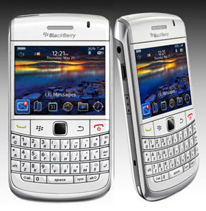 blackberry onyx white 0 Inilah Alasan Blackberry Akan Ditutup di Indonesia