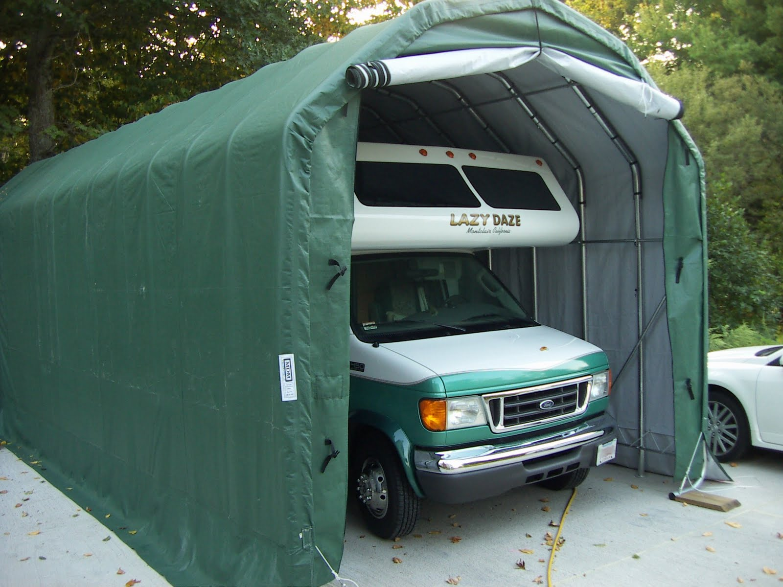 Instant Garage Euro : Unique horse trailers cover your trailer part