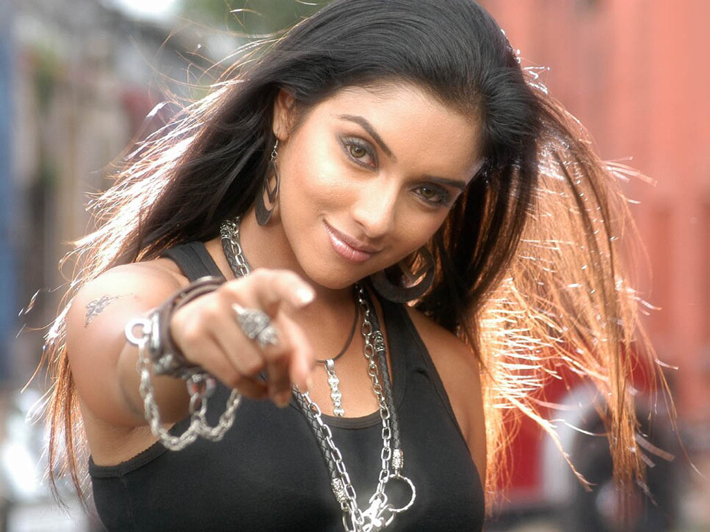 Bollywood Actress Wallpapers - Pictures Gallery: Asin Wallpapers - Asin