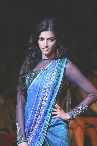 Shruti Haasan Walk the Ramp for Satya Paul at LFW 2010