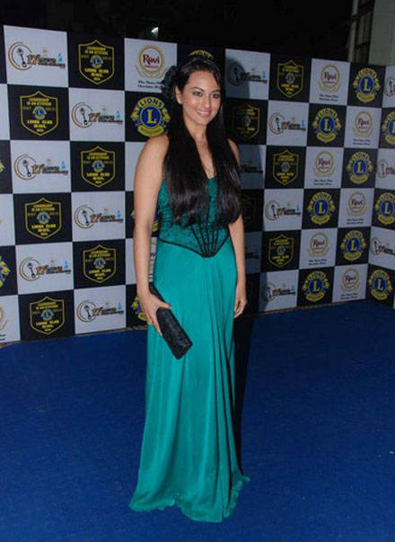 Sonakshi Sinha in sexy green gown at lions gold awards
