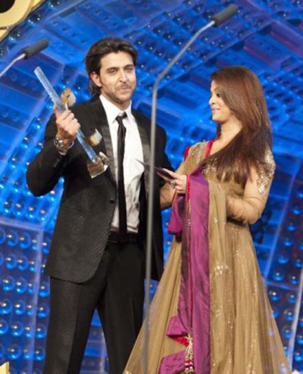 Bau3 Aishwarya Rai Bachchan Zee Cine Awards Red Carpet 4