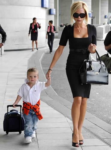 VIP стил Victoria-beckham-giambattista-valli-handbag4