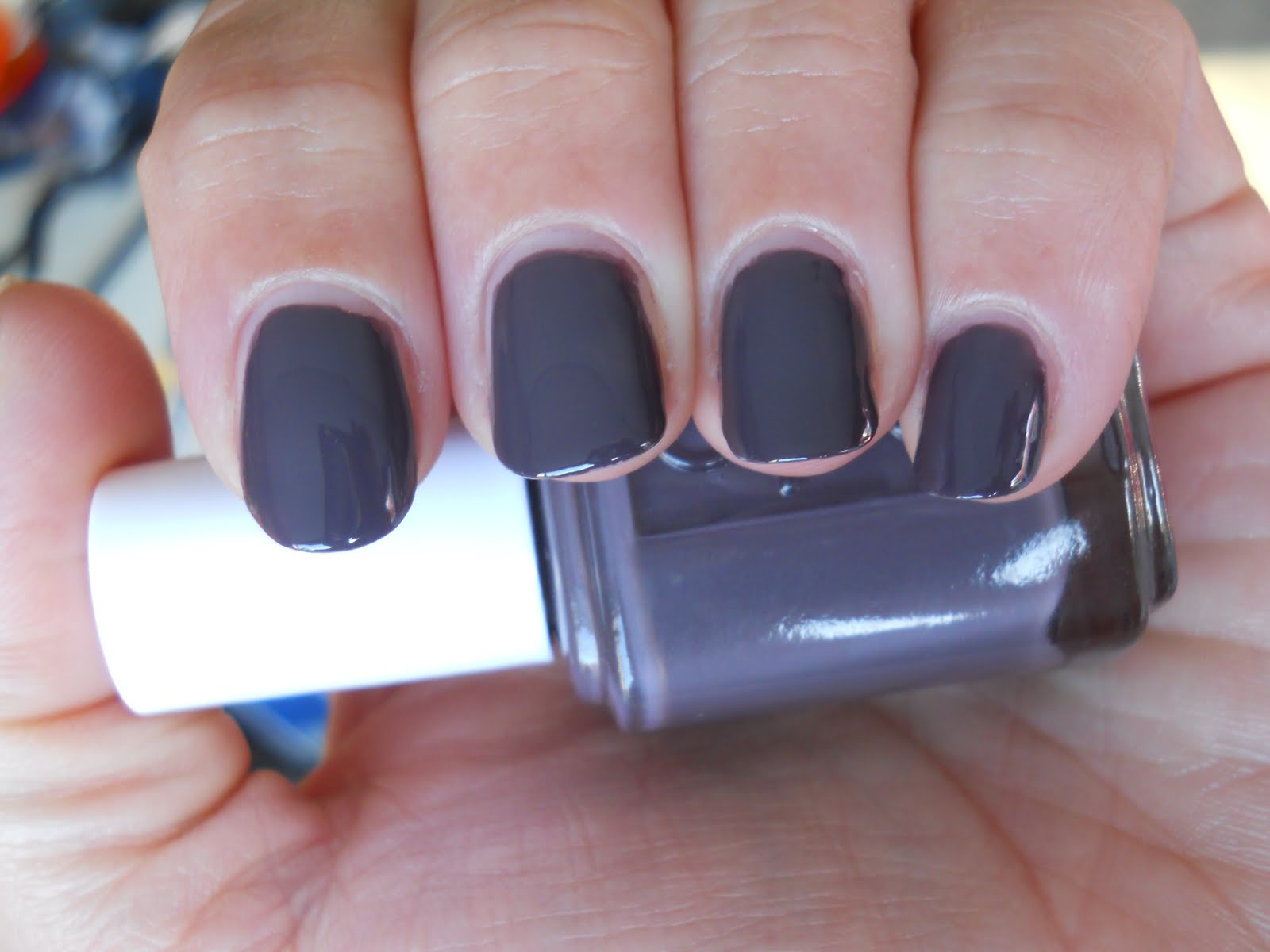 Ali\'s Nail News: Essie Smokin\' Hot