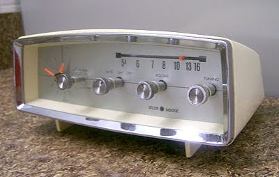 Vintage-Clock-Radio