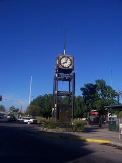 http://2.bp.blogspot.com/_TjWj_YCctjs/ShRq7-KQUlI/AAAAAAAAAaY/uZQXeFGN1eo/s320/Reloj.jpg