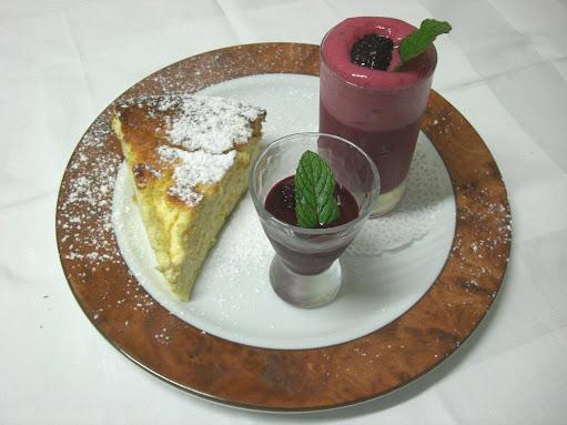 Gâteau à la ricotte et sa sauce au vin (Italie) et Soupe de chicouté (Norvège)
