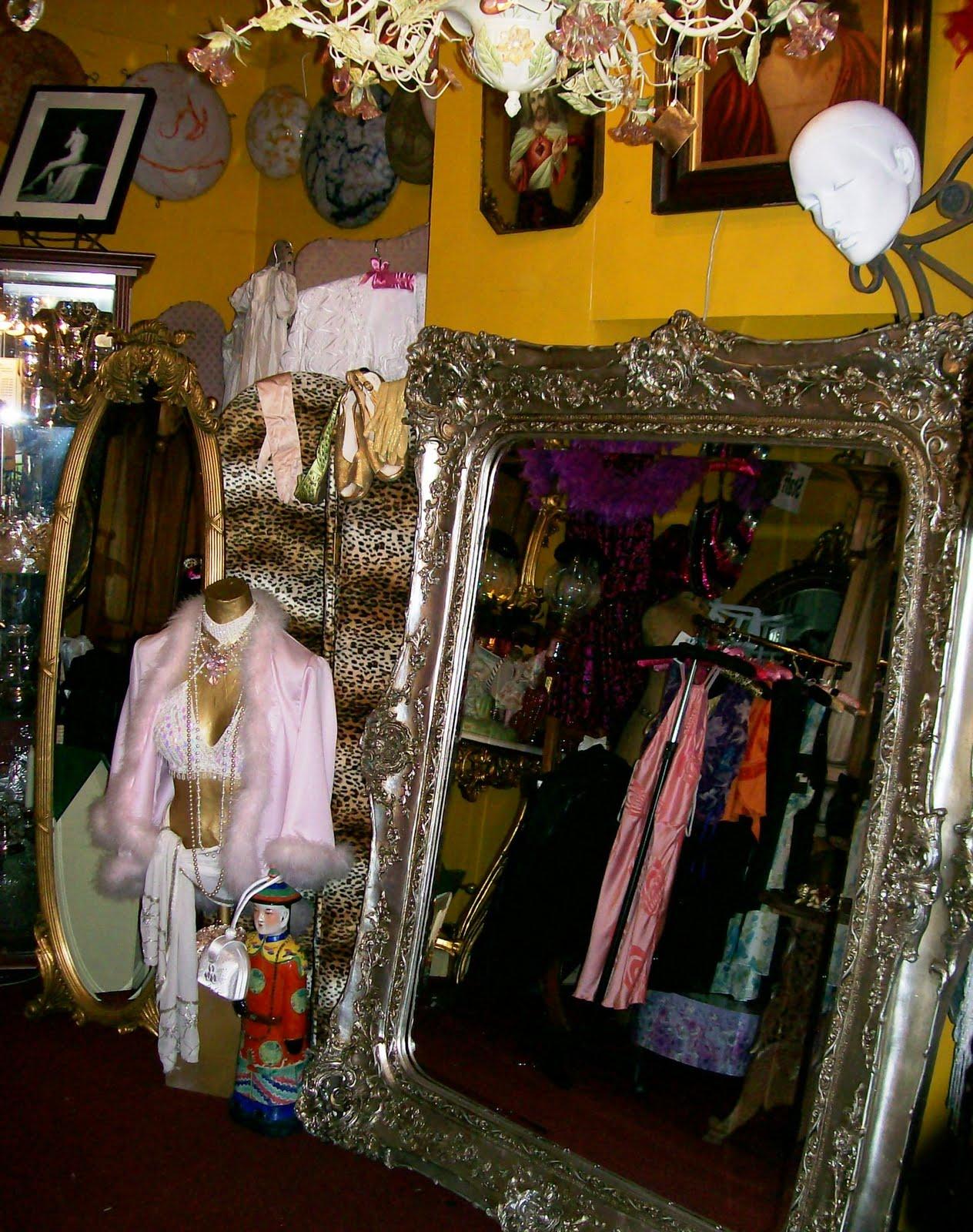 http://2.bp.blogspot.com/_Tkwxu6FBkDo/Swf5YRafBYI/AAAAAAAAADQ/FbEvOaGb4Is/s1600/mirrors+oct+09+513.JPG
