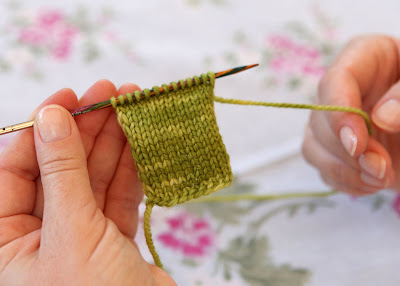 How To Knit A Purl Stitch Step By Step : Heidi Bears: How to knit: Tutorial 2, Purl Stitch