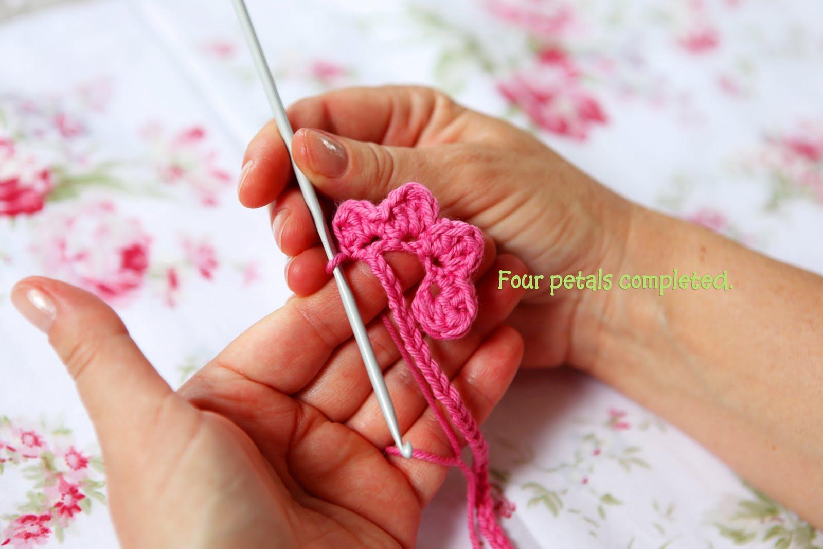Heidi Bears: Super easy Crocheted Rose Tutorial
