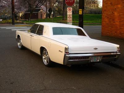 old parked cars 1969 lincoln continental 4 door pillared hardtop sedan. Black Bedroom Furniture Sets. Home Design Ideas