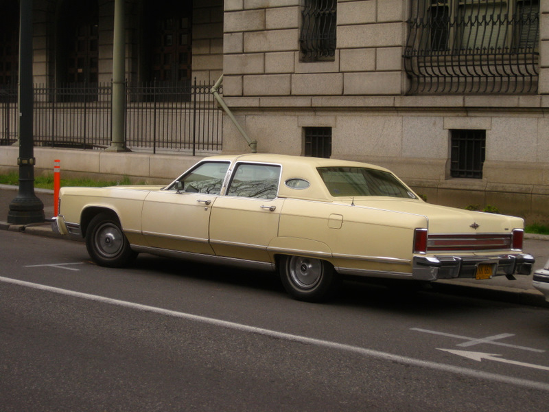 old parked cars 1978 lincoln continental town car. Black Bedroom Furniture Sets. Home Design Ideas