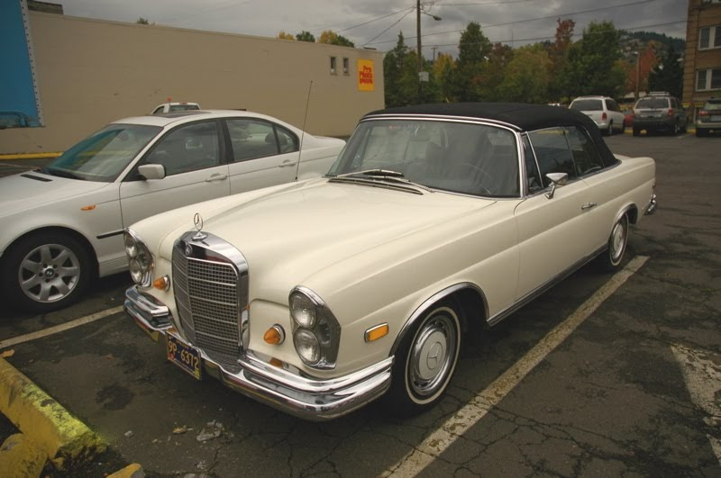 old parked cars 1968 mercedes benz 280 se convertible