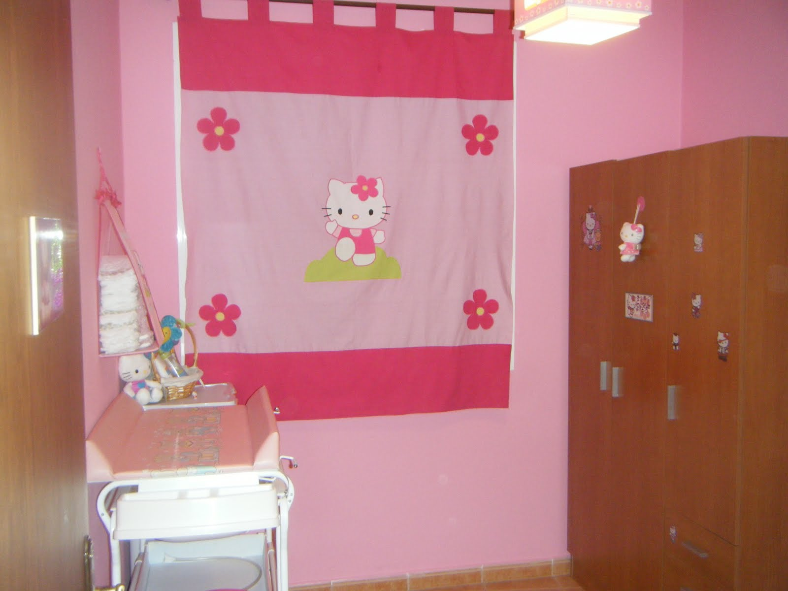Habitaciones bebe habitacion hello kitty desire - Cortinas de hello kitty ...