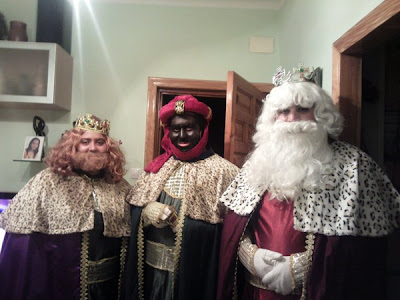 Sus Majestades reparten ilusión por las calles de Ciudad Jardín