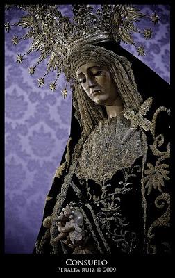 Besamano extraordinario en San Agustín para despedir a la Virgen del Consuelo