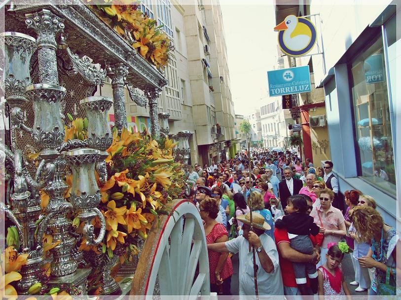 Miles de almerienses han acompañado esta mañana a la Hermandad del Rocío en su salida hacia la aldea