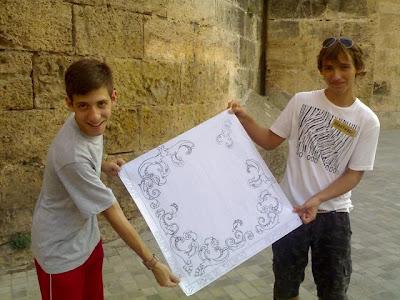 El banderín de la Juventud del Silencio inspirado en antiguas piezas de la Catedral