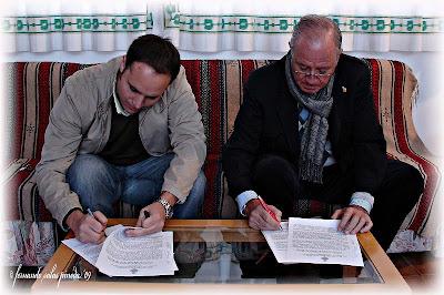 Pasión firma con Raúl Berzosa la ejecución de las vitelas de su libro de Reglas