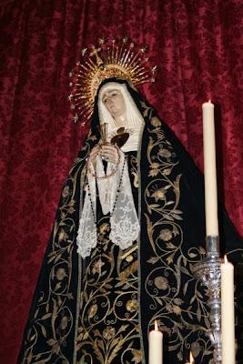 César Gómez-Höhr restaura el manto de capilla de la Soledad