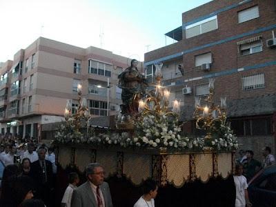 La Virgen de los Ángeles recorrió las calles de su barrio