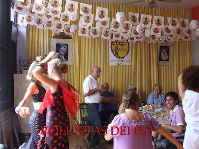 Los hermanos del Santo Sepulcro viven la Feria en su Casa de hermandad