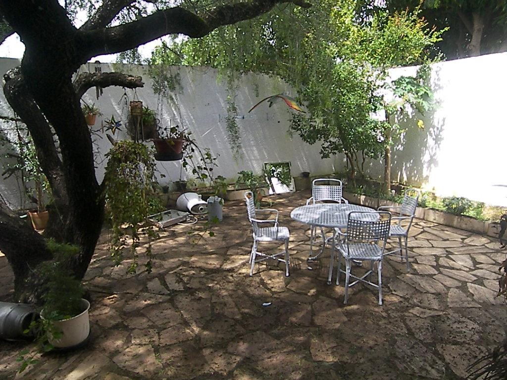 Traça movéis: Mesa de ferro para jardim #817C4A 1024x768