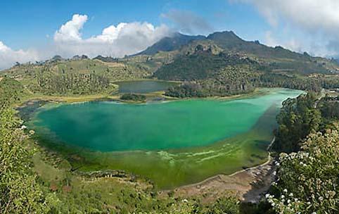 Indonesia merupakan negeri dengan alam yang indah.